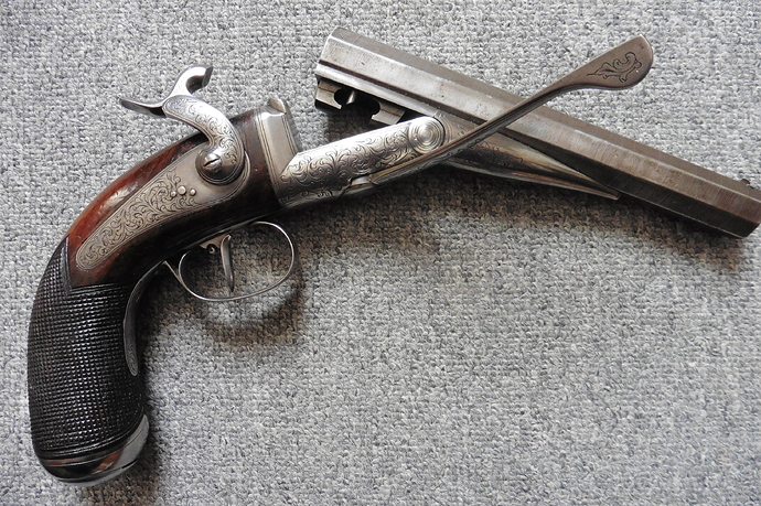 Pistolet%20de%20v%C3%A9nerie%2020%20broche%20(1)